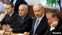 Israel's Prime Minister Benjamin Netanyahu, second from right, at weekly cabinet meeting, Jerusalem, June 1, 2014.