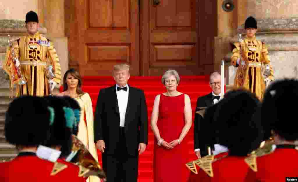 مراسم استقبال رسمی ترزا می، نخست وزیر بریتانیا و همسرش از پرزیدنت ترامپ و بانوی اول آمریکا در کاخ بلنهایم