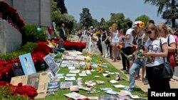 Michael Jackson murió hace cinco años por sobredosis de drogas. Sus fans aún lo conmemoran.