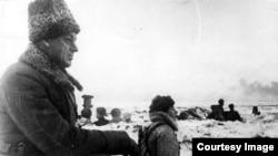 Константин Рокоссовский на боевой позиции в районе Сталинграда. 1942 год