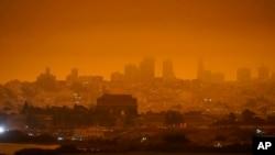 San Francisco obavijen dimom