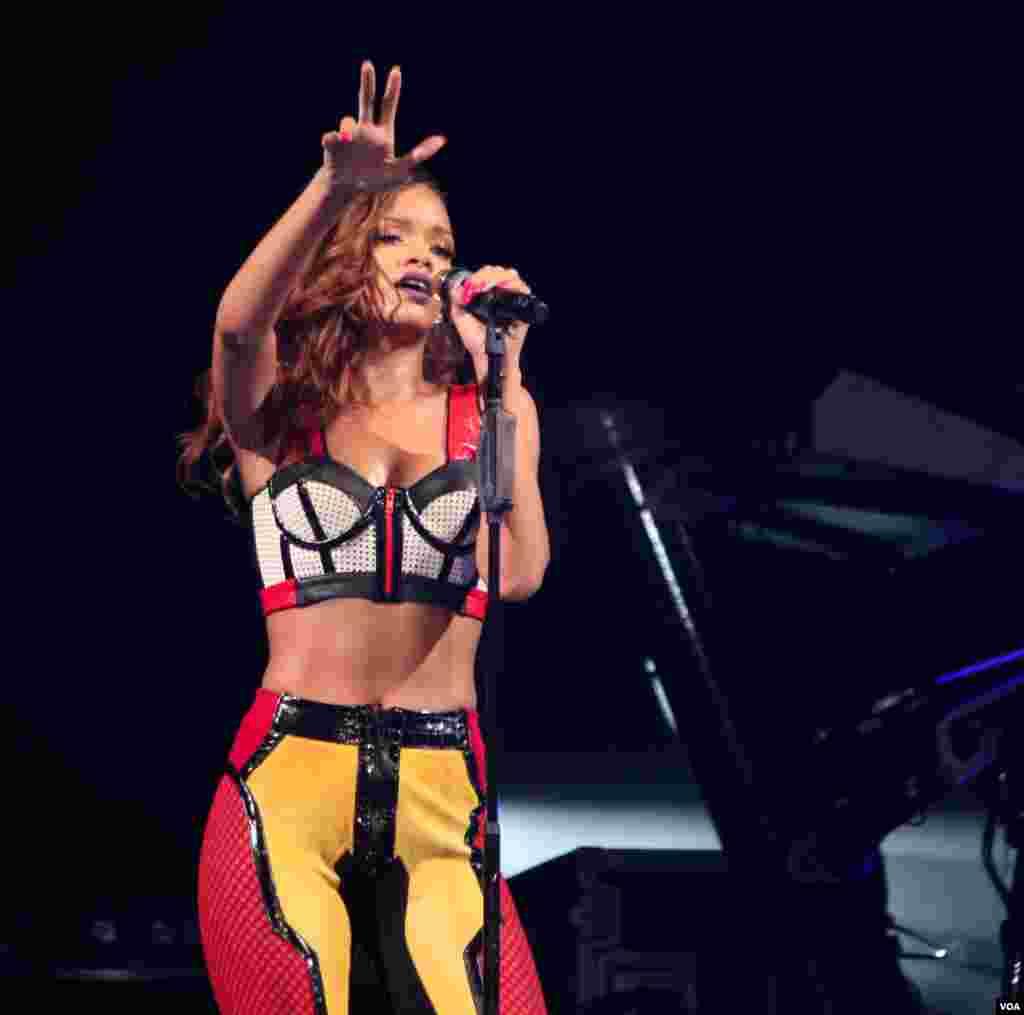 Rihanna durante su presentación en Washington, el lunes 29 de abril.