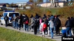 تیر کال اروپا ته څه دپاسه یو عشاریه یو میلیون مهاجر تللي چې اکثر یې د عراق، سورې او افغانستان دي.