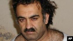 Khaled Cheikh Mohammed (KSM) d'Al-Qaïda, peu après sa capture par la CIA lors d'un raid au Pakistan, le 1er mars 2003.