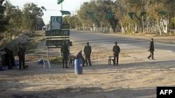 Ливийские солдаты контролируют подъезды к городу Мисурата