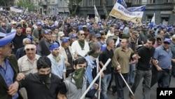 Người biểu tình xuống đường tại trung tâm thành phố Tbilisi, Gruzia, ngày 25/5/2011