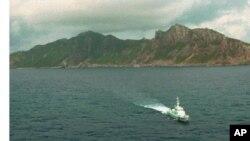 日本海上保安廳巡邏艇在有爭議的釣魚島附近巡邏:1996年9月25日(資料圖片)