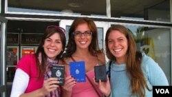"""Andrea, Laura y Claudia Rajchman ejercieron su derecho al voto. """"La fila nos asustó un poco pero el trámite fue rápido"""", dijo Claudia."""