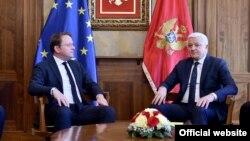 Evropski komesar za proširenje i vanjsku politiku Oliver Varhelji tokom sastanka sa predsjednikom Vlade Crne Gore Duškom Markovićem u Podgorici, 7. februara 2020. (Foto:Vlada Crne Gore)