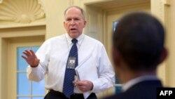 Këshilltari Brenan duke i raportuar presidentit Obama