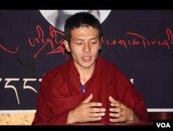 西藏阿坝县僧人洛桑嘉杨