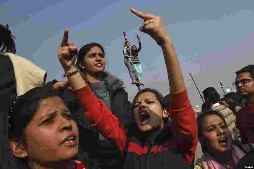 Demonstrators shout slogans near the presidential palace during a protest rally in New Delhi December 22, 2012. Indian police used batons, tear gas and water cannon to turn back thousands of people marching on the presidential palace on Saturday in intensifying protests against the gang-rape of a woman on the streets and on social media.