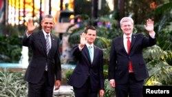 Tổng thống Mỹ Barack Obama, Tổng thống Mexico Enrique Pena Nieto (giữa) và Thủ tướng Canada Stephen Harper (phải) trước hội nghị thượng đỉnh