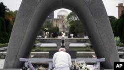 Hiroşima'ya atılan atom bombası nedeniyle hayatını kaybedenler 75. yılda da törenle anıldı.