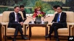 Kryeministri kinez Li Keqiang dhe Zëvendëspresidenti i Komisionit Evropian Jyrki Katainen