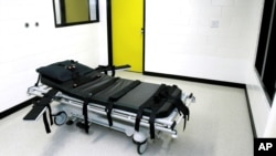 """FILE - The """"death chamber"""" at the state prison in Jackson, Georgia, is seen in a Oct. 24, 2001, photo. Gregory Paul Lawler, convicted of killing a police officer in 1997, is the seventh person to be put to death in Georgia this year."""