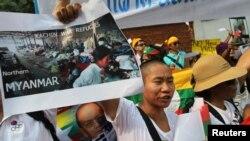 Người sắc tộc Kachin biểu tình trước đại sứ quán Miến Điện ở Bangkok, ngày 11/1/2013.