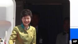 南韓總統朴槿惠登上飛機準備啟程
