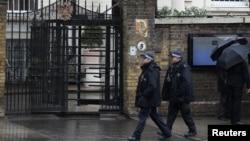Патруль поліції біля посольства Росії в Лондоні