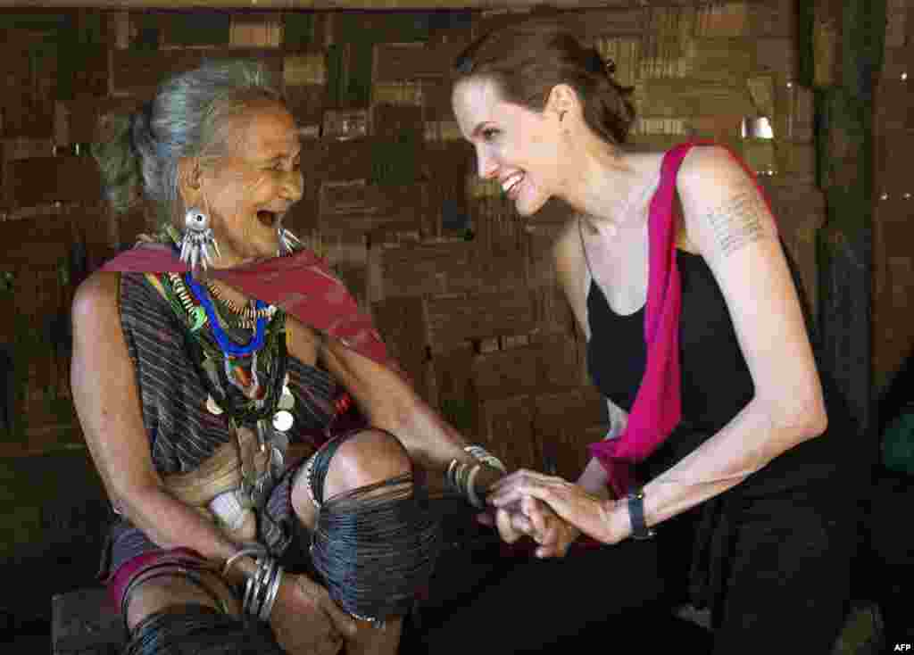 Actress Angelina Jolie, a United Nations High-Commissioner for Refugees (UNHCR) Special Envoy, meets Baw Meh, age 75, from Myanmar, at the Ban Mai Nai Soi refugee camp near the border with Thailand. (AFP/UNHCR/Roger Arnold)