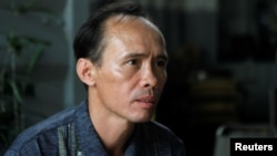 Ông Bùi Thanh Hùng, một người Mỹ gốc Việt bị trục xuất khỏi Hoa Kỳ năm 2017, trong một buổi phỏng vấn với Reuters hôm 19/4/2018. Ông Hùng vừa bị công an Tiền Giang bắt giữ với cáo buộc giết người.