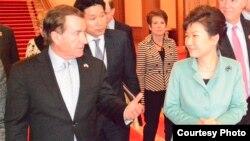 美国众议院外交事务委员会主席罗伊斯与韩国总统朴槿惠(美国国会)