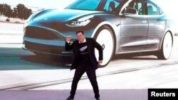 特斯拉創辦人馬斯克在上海的一次特斯拉電動車的銷售活動上。(2020年1月7日)