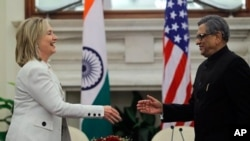 U.S. Secretary of State Hillary Rodham Clinton prepares to shake hands with Indian Foreign Minister S.M. Krishna at the end of a joint press conference in New Delhi, India, Tuesday, July 19, 2011. (AP Photo/Saurabh Das)