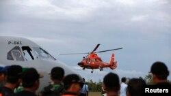 Rescatistas continúan trabajando para recuperar víctimas del vuelo de AirAsia que se estrelló en Indonesia.