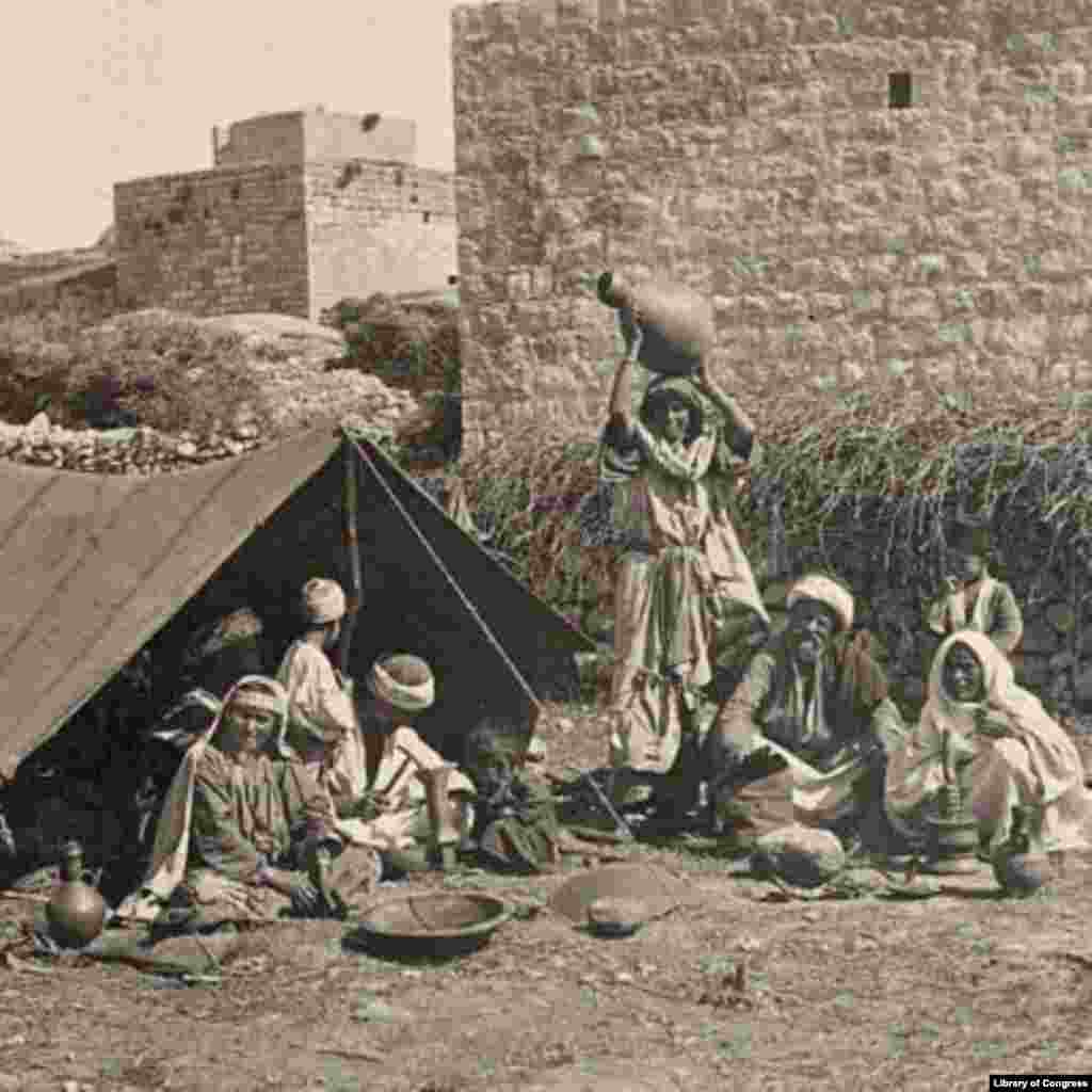 Dom blacksmith, Syria, ca. 1900