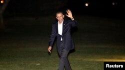 En la madrugada arribó a la Casa Blanca el mandatario de los Estados Unidos.