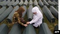 'Srebrenitza Katliamını Önleyemeyen BM Askerleri Eşcinseldi' İddiası