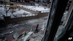 在顿涅茨克中部遭到乌克兰军队攻击的楼房