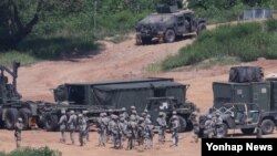 을지프리덤가디언(UFG) 미한연합군사훈련이 시작된 지난 8월 한국 경기도 파주시 접경지역에서 주한미군 장병과 차량이 훈련을 준비하고 있다.