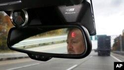 Las personas al volante mayores de 65 años, son uno de los grupos demográficos de mayor crecimiento entre los conductores estadounidenses.
