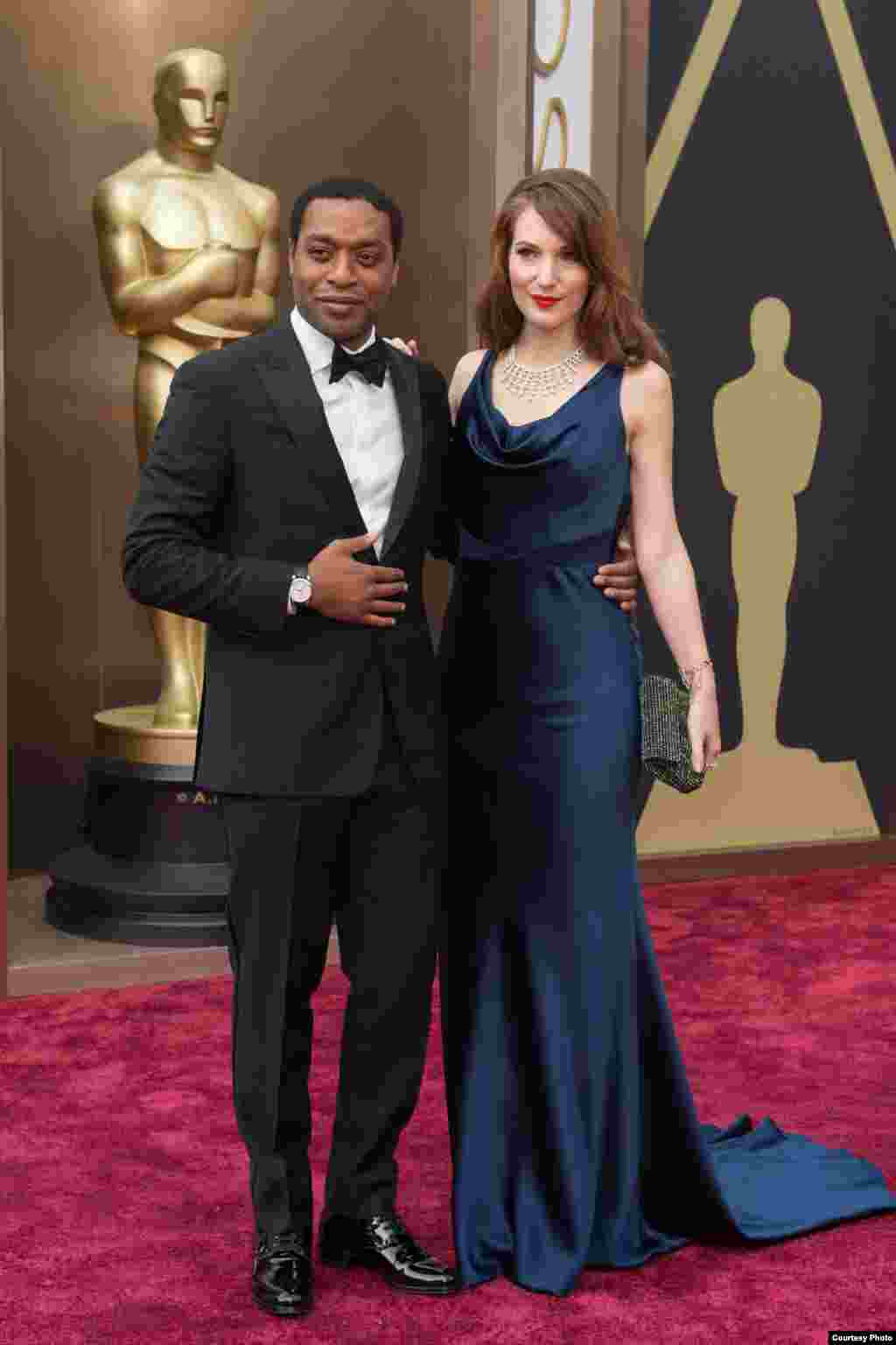 Oscar®-nominee Chiwetel Ejiofor and guest arrive for the live ABC Telecast of The 86th Oscars® on March 2, 2014 in Hollywood, CA. (Photo courtesy AMPAS)