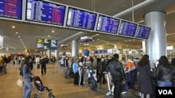 La imágen de archivo permite ver las instalaciones en el interior del aeropuerto Domodédovo en Moscú, donde se produjo el ataque.