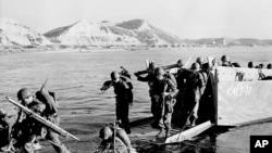 Birinci ABŞ Süvari Diviziyası Cənubi Koreyanı kommunistlərdən azad etmək üçün Pohanq bölgəsində sahilə enir. 19 iyul, 1950.
