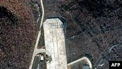 Ракетний майданчик на західному узбережжі Північної Кореї. Фото від 28-го березня 2012-го року.