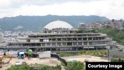 Fuerzas venezolanas trasladaron a reos comunes a otros centros de detención en una acción armada que causó alarma entre prisioneros y familiares de presos políticos y comunes que se encontraban en la prisión del Helicoide, sede de la policía política venezolana.