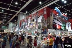 有中資出版社以懷舊香港為書展攤位主題。(美國之音湯惠芸)