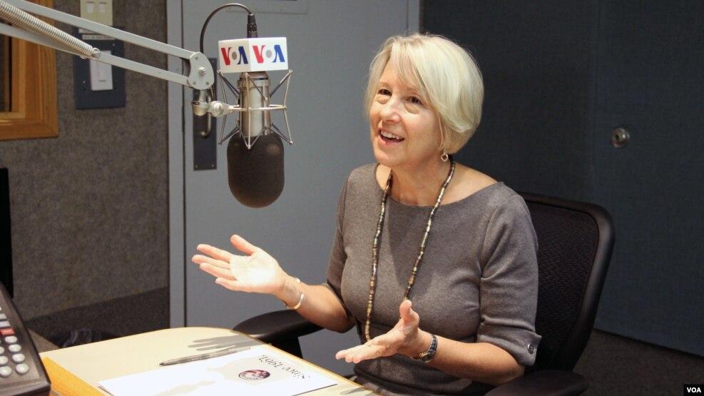 Giám đốc Peace Corps, bà Carrie Hessler-Radelet.