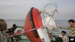 Sebuah buoy pendeteksi tsunami yang dipasang pada 2007 silam di perairan Sumatera.