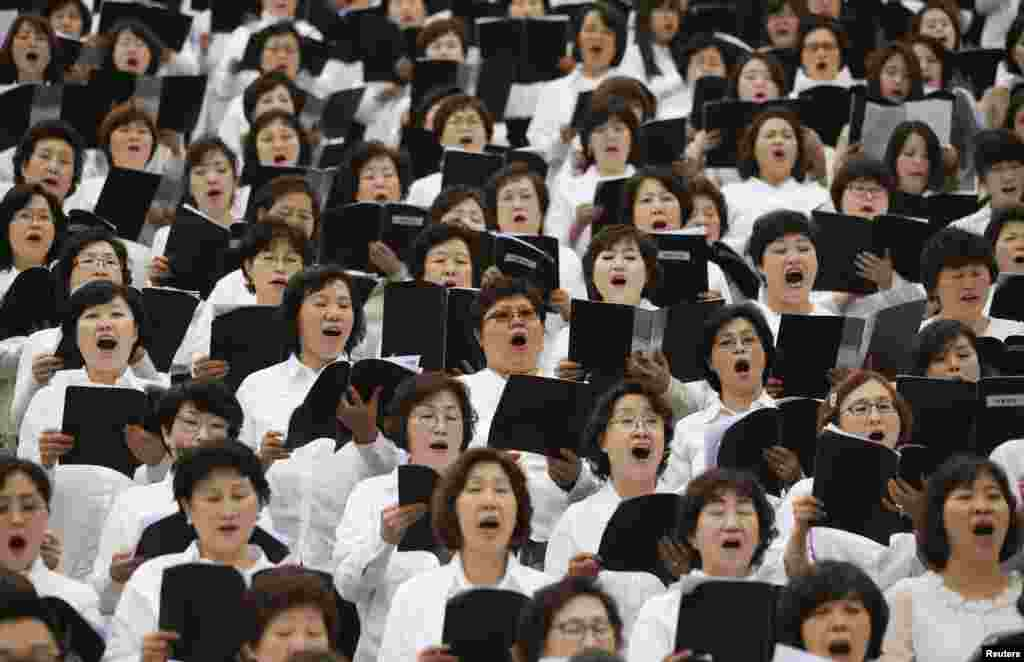 South Korean Christians sing a hymn during an annual Easter Mass service in Seoul.
