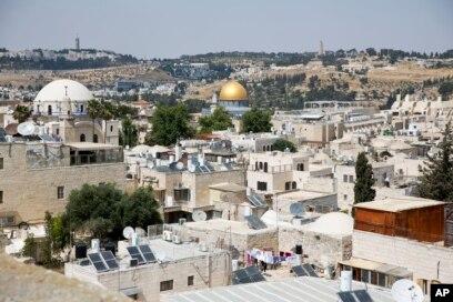 د اسرائیل پوځ په ١٩٦٧ کې د منځني ختیځ د جگړې په ترڅ کې د بیت المقدس ښار ختیځ ونیو