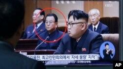Kim Yong Jin, Wakil Menteri urusan Pendidikan Korut (tengah) dilaporkan telah dieksekusi (foto: dok).