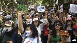 중국 쿤밍에서 16일 정유공장 건설에 반대하는 대규모 시위가 열렸다.