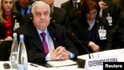 시리아 평화회담이 22일 스위스 몽퇴르에서 시작된 가운데, 왈리드 알-무알렘 시리아 외무장관이 회담장에서 기조연설을 듣고 있다.