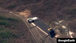 동창리 미사일 발사장을 찍은 4월22일자 위성사진. 화면 왼쪽 윗부분에 굴착 작업이 이뤄지는 모습이 포착됐다.(자료사진)