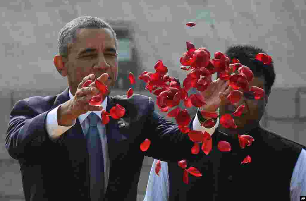 President Barack Obama offers floral tribute at the site where Indian independence icon Mahatma Gandhi was cremated in New Delhi, Jan. 25, 2015.